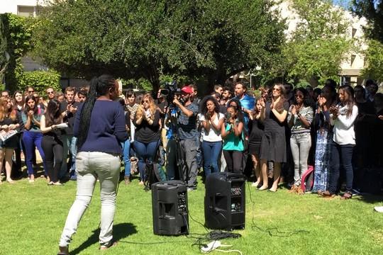 הפגנת סולידריות עם הקהילה האתיופית באוניברסיטה העברית בירושלים (צילום: עודד בכר)