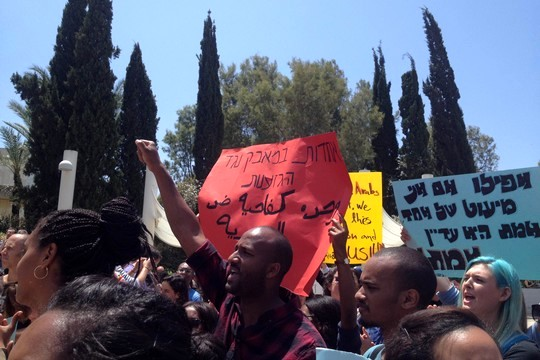 מאות סטודנטים הפגינו באוניברסיטת תל אביב בסולידריות עם הקהילה האתיופית ונגד אלימות משטרתית וגזענות (צילום: ענבל בן-יהודה)