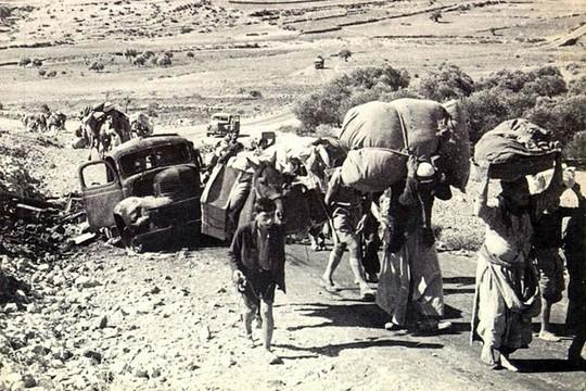 פליטים פלסטינים בנכבה, 1948. יזהר ראה אותם וחשב על גולי ירושלים וספרד