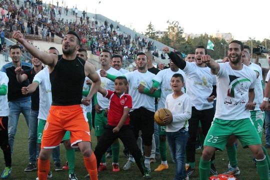 שחקני אל-זאהיריה חוגגים אליפות. עונת 2014-2015.