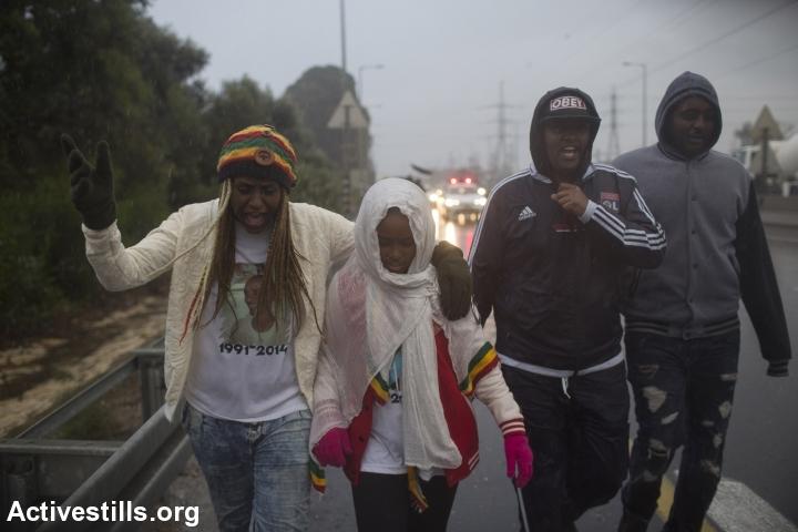 בנצ'י סלמסה בצעדה לזכרו של אחיה, יוסף סלמסה, 5.1.2015 (טלי מאיר/אקטיבסטילס)