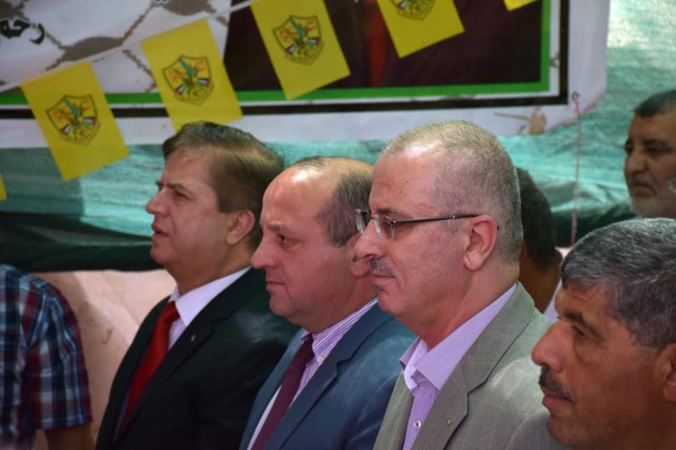 ראש הממשלה הפלסטיני, ראמי חמדאללה, וראש משלחת האיחוד האירופי לפלסטין, ג'ון גאט-רוטר, במהלך ביקור בסוסיא. (צילום: מיכאל שפר עומר-מן)
