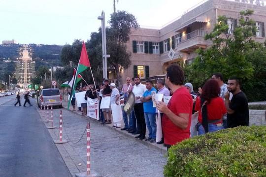 עשרות הפגינו בחיפה היום (שלישי) בסולידריות עם שובת הרעב ח'דר עדנאן. 23 ביוני 2015. (התמונה באדיבות חראכ חיפה)