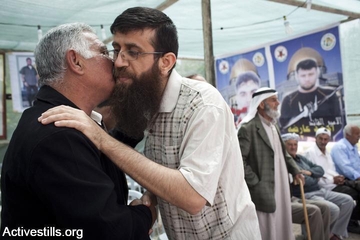 חאדר עדנאן עם שחרורו ב-2012, אחרי שביתת הרעב הראשונה (אורן זיו / אקטיבסטילס)