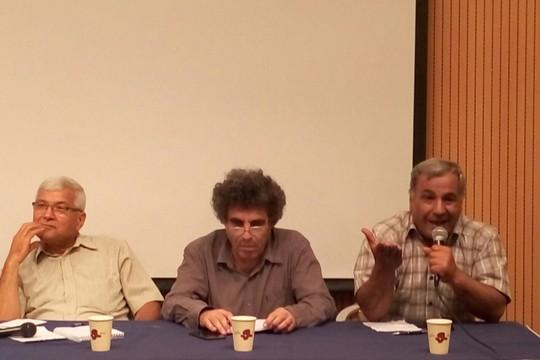 """השקת יוזמת השלום """"שתי מדינות מולדת אחת"""". מימין: עאוני אל-משני, מירון רפפורט, ת'אבת אבו-ראס. (צילום: דליה שיינדלין)"""