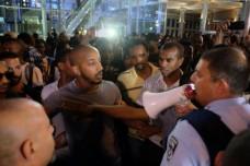 שוטרים ומוחים בהפגנת יוצאי אתיופיה בעזריאלי (יותם רונן / אקטיבסטילס)