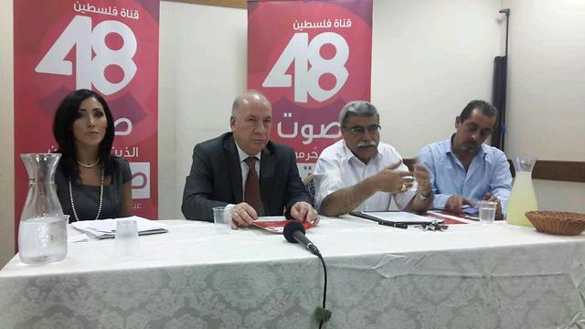 מסיבת העיתונאים להשקת ערוץ פלסטין 48. על המיקרופון: ריאד חסן, השר הממונה על רשות השידור הפלסטינית. משמאל: סנאא חמוד