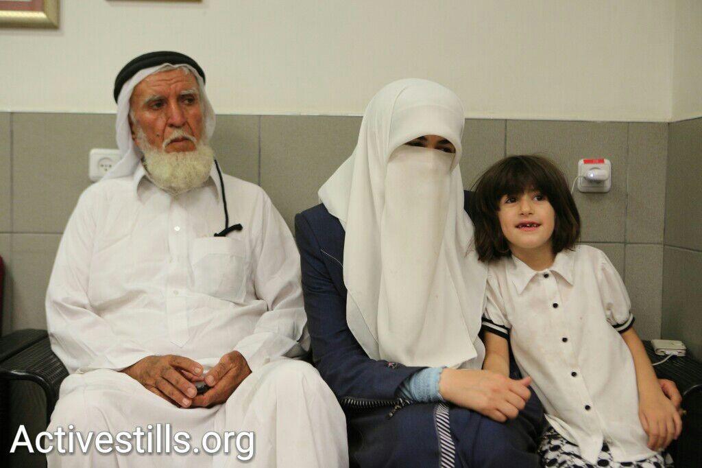 משפחתו של ח'דר עדנאן בבית החולים אסף הרופא (יותם רונן / אקטיבסטילס)