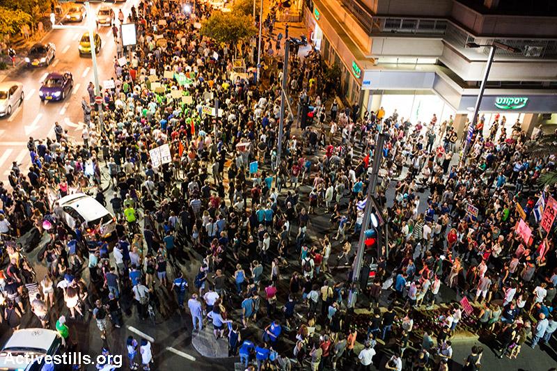 מפגינות צועדות במרכז תל אביב נגד הפרטת הגז. כ-4000 איש השתתפו בהפגנה. 27 ביוני 2015. (אורן זיו/ אקטיבסטילס)