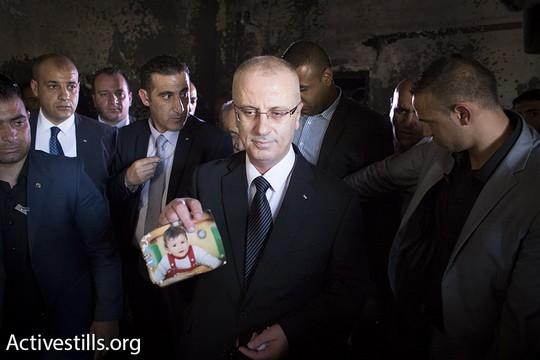 ראש הממשלה הפלסטיני, ראמי חמדאללה, בהלווייתו של הפעוט עלי דוואבשה. צילום: אורן זיו/אקטיבסטילס