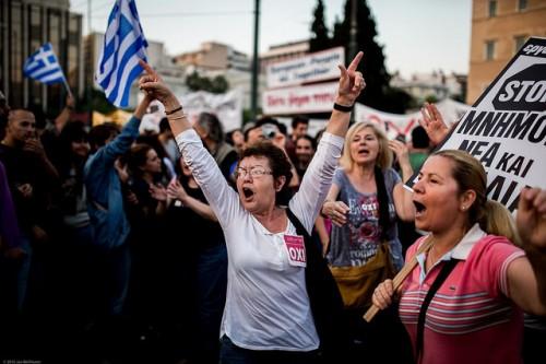 הפגנה נגד המשך משטר הצנע. אתונה 29 ביוני 2015 צילום: (Jan Wellmann (Flickr, CC BY-NC-SA 2.0