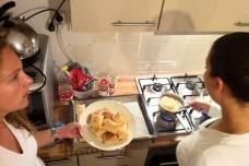 מבשלות לקראת ארוחת האיפאר, רמדאן (Frerieke CC BY-NC 2.0)