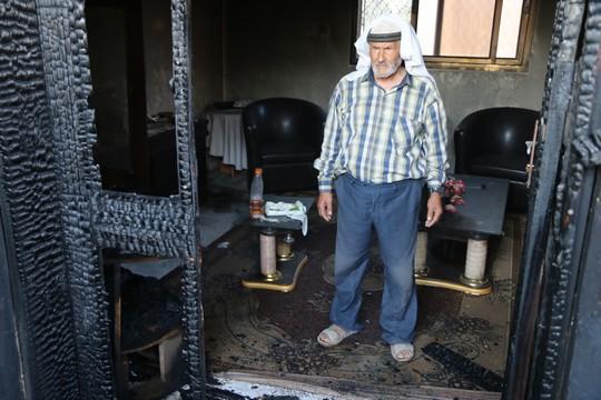בית משפחת דוואבשה, שהוצת על ידי מתנחלים, הכפר דומא (אחמד אל-באז / אקטיבסטילס)