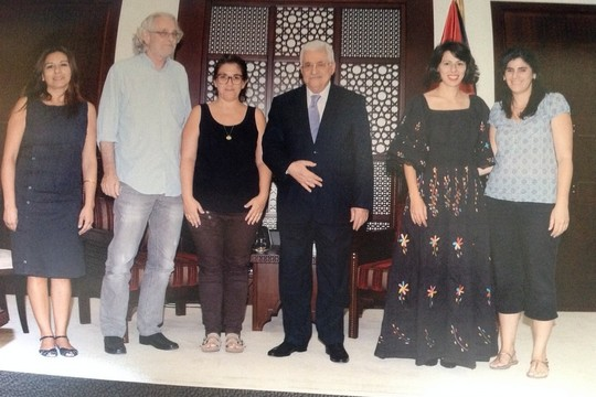 אבו מאזן עם אנשי הקשת הדמוקרטית המזרחית בלשכתו ברמאללה. לא פגישה ראשונה בין פלסטינים ומזרחים