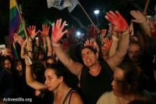 """קבלת פנים לשר שטייניץ בעצרת בגן מאיר: """"ההומופוביה מתחילה בממשלה"""""""