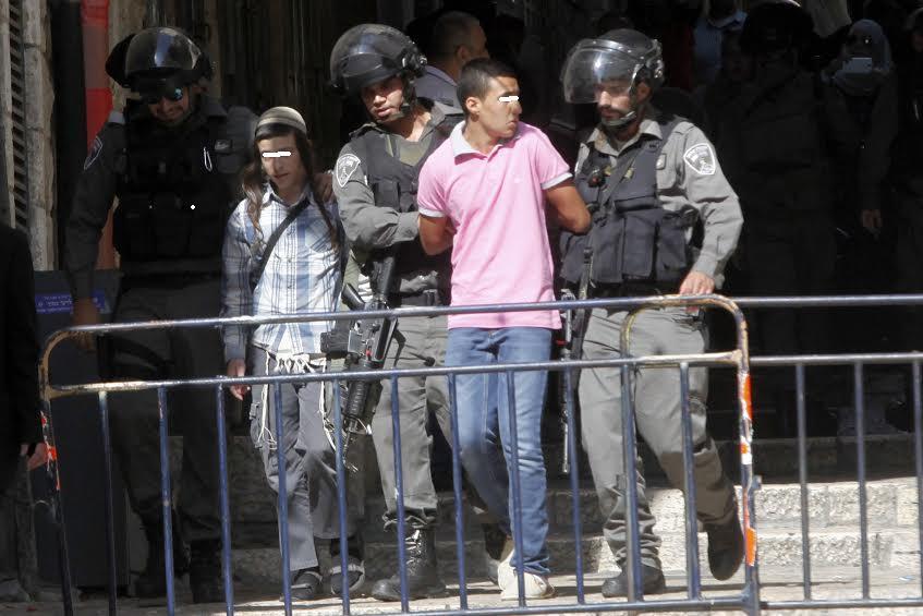 הנער א' בעת מעצרו ולצידו הנער המתלונן צילום: מחמוד אליאן