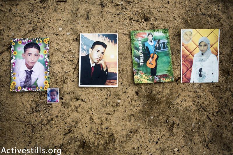 תמונות של (משמאל לימין): נאמן מוסא (24), בנו סאמיח (1.5) וקרוביו, אבדל ראחמאן (32) וסאמאר מוסא אבו-ג׳אראד (14), אלהם (17), מצולמות בגן ביתם בעיזבת בית ח׳אנון, רצועת עזה, פברואר 23, 2015. (אן פאק / אקטיבסטילס)