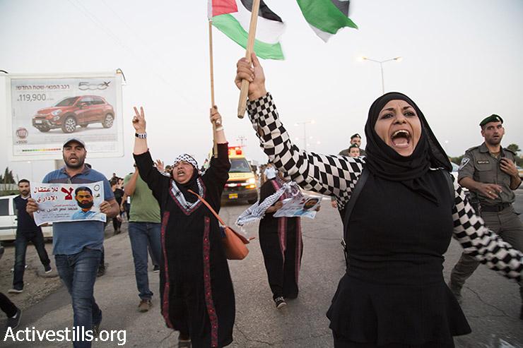 הפגנה בתמיכה בשובת הרעב מוחמד עלאן, בכניסה לאשקלון (קרן מנור / אקטיבסטילס)