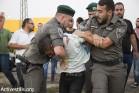 מפגין נעצר בכניסה לאשקלון, הפגנת התמיכה במוחמד עלאן (קרן מנור / אקטיבסטילס)