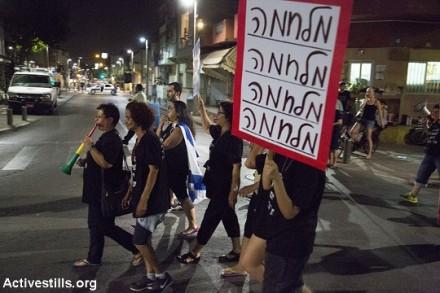 הפגנת תושבים בדרום תל אביב נגד מסתננים וסמולנים (קרן מנור / אקטיבסטילס)