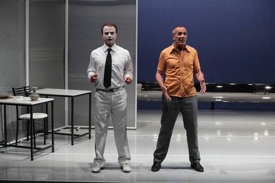 """מתוך ההצגה """"הוורד והיסמין"""", תיאטרון אל-חכוואתי (באדיבות התיאטרון)"""