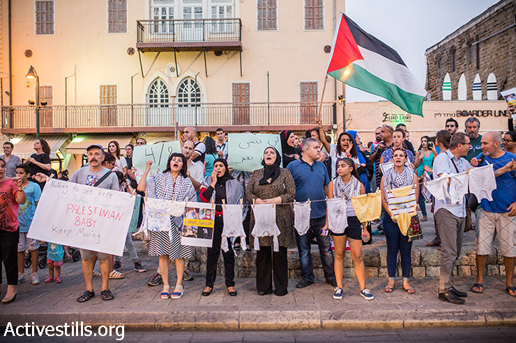 פלסטינים תושבי ישראל מפגינים נגד ההתקפה על משפחת דוואבשה, יפו, 4 אוגוסט, 2015. (אורן זיו / אקטיבסטילס)