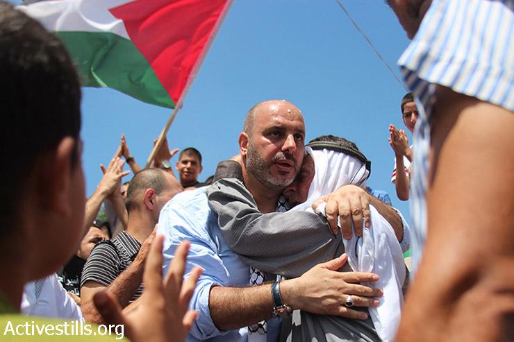 נאסר ברדאן, אסיר פלסטיני תושבי ישראל, מבורך ביום שחרורו, הכפר ערערה, 11 אוגוסט, 2015. (עומר סאמיר / אקטיבסטילס)
