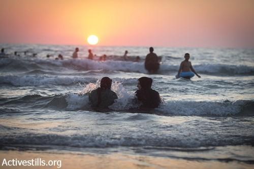 עיד אל פיטר: איך הפלסטינים יפתחו אבטיח על החוף בלי סכין?