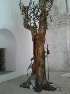 העץ החדר הסעודה האחרונה. כמו בכותל (אורלי נוי)