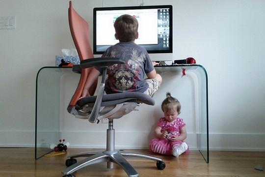 """תנו לילדים לשחק בקוביות, או ב""""מה במשבצת"""". כך הם יגיעו למחשבים, שממילא כבר כאן, בשלים יותר. אילוסטרציה (צילום: Lars Plougmann, CC BY-SA 2.0)"""