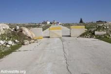 כביש חסום בקוביות בטון, חרבתא (קרן מנור / אקטיבסטילס)