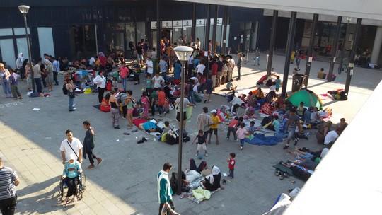 מבקשי מקלט בתחנת הרכבת המרכזית בבודפשט (שחר שוהם)