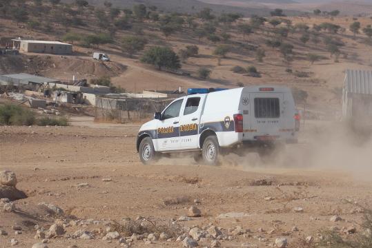 ניידת משטרה בכפר אום אל-חיראן שצילם ענאן, אחד ממשתתפי הסדנא. צילום: ענאן אבו אלקיעאן, 23.08.2015
