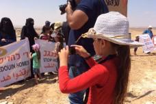 הילדים שמנסים לעצור בולדוזרים באמצעות מצלמות