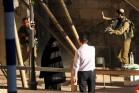 האדיל השלמון במחסום השוטר, חברון (נוער נגד התנחלויות)