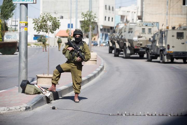 חייל במחסום פתע, חברון (אקטיבסטילס)