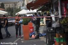 גופתו של נער פלסטיני שנורה למוות לאחר שדקר ופצע שני אנשים בירושלים. 10 באוקטובר 2015. (אן פאק/אקטיבסטילס)