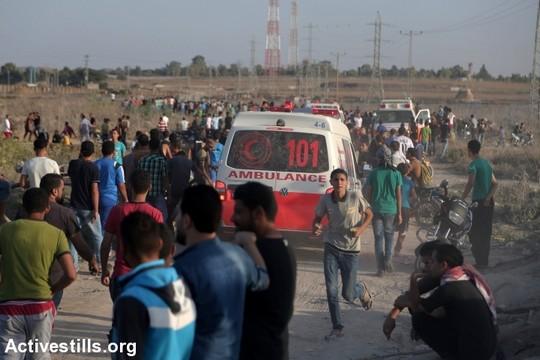 פצועים בהפגנה בעזה, קרוב לגדר נחל עוז (חוסאם סאלם / אקטיבסטילס)