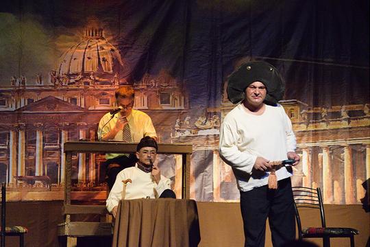 מלחמה ושלום על הבמה בעזה (צילום: מוחמד סרסור)