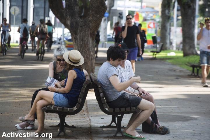 ספסל, שדרות רוטשילד, תל אביב (אילוסטרציה: אקטיבסטילס)