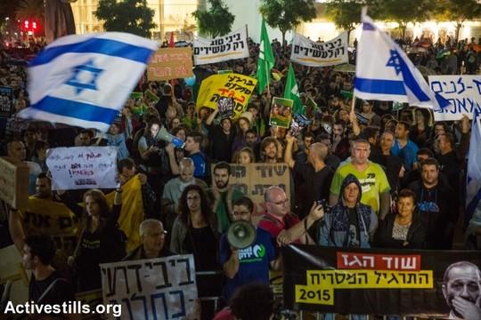 כעשרת אלפים מפגינים צעדו בתל אביב בהפגנה נגד מתווה הגז. 7 בנובמבר 2015. (יותם רונן/אקטיבסטילס)