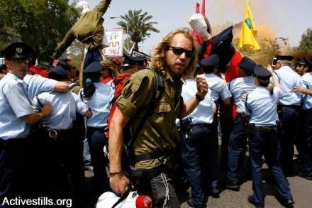 הפגנת סטודנטים נגד רפורמה בלימודים, 2007 (יותם רונן / אקטיבסטילס)