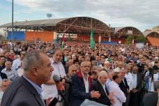 מוחמד ברכה נואם בפני עצרת המחאה באום אל-פחם (דוברות הרשימה המשותפת)