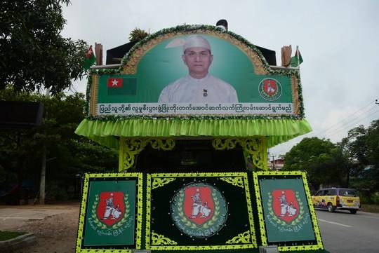 כרזת בחירות של מפלגת השלטון ה-USDP, המקורבת לצבא (רחל בית אריה)