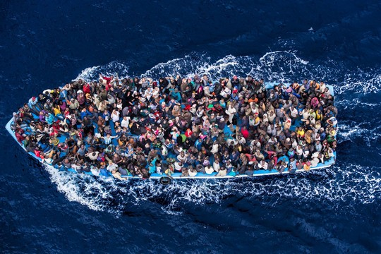 מהגרים בדרכם לאירופה (תמונה באדיבות UNHCR)