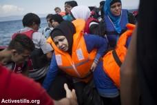פליטות מגיעות לחופי לסבוס, יוון. ספטמבר 2015 (אורן זיו / אקטיבסטילס)