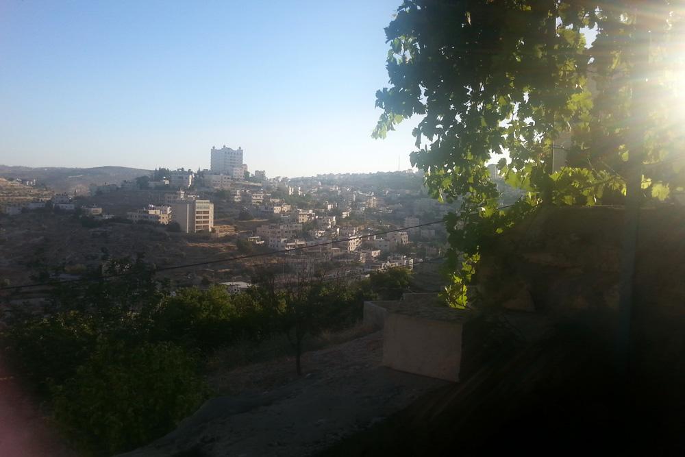 הנוף מהבית לעבר מחנה הפליטים דהיישה. בית לחם (מאיה גוארניירי)