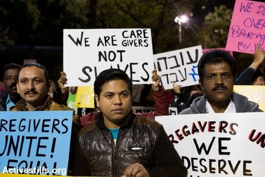 """מטפלות ומטפלים סיעודיים, מהגרי עבודה, מפגינים בת""""א בדרישה לקבל זכויות שוות. 4 בינואר 2014. (יותם רונן/אקטיבסטילס)"""