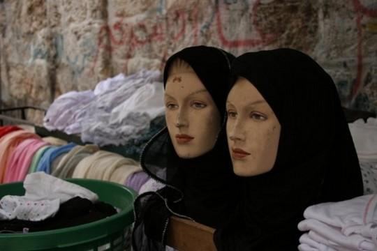 בובות עם כיסוי ראש חיג'אב (מקבולה נסאר)