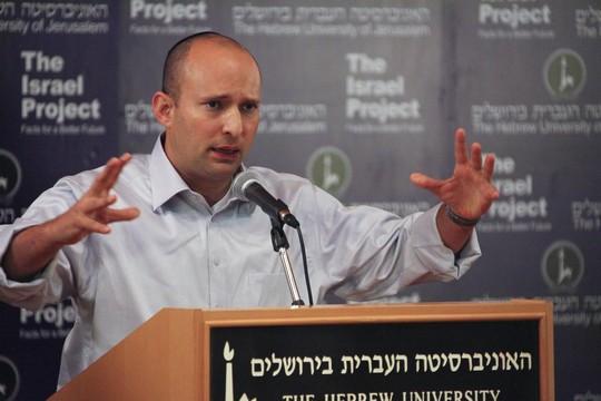 המציאות לא מתחילה בספרי הלימוד. נפתלי בנט באוניברסיטה העברית (ויקיפדיהThe Israel Project CC BY-SA 2.0)